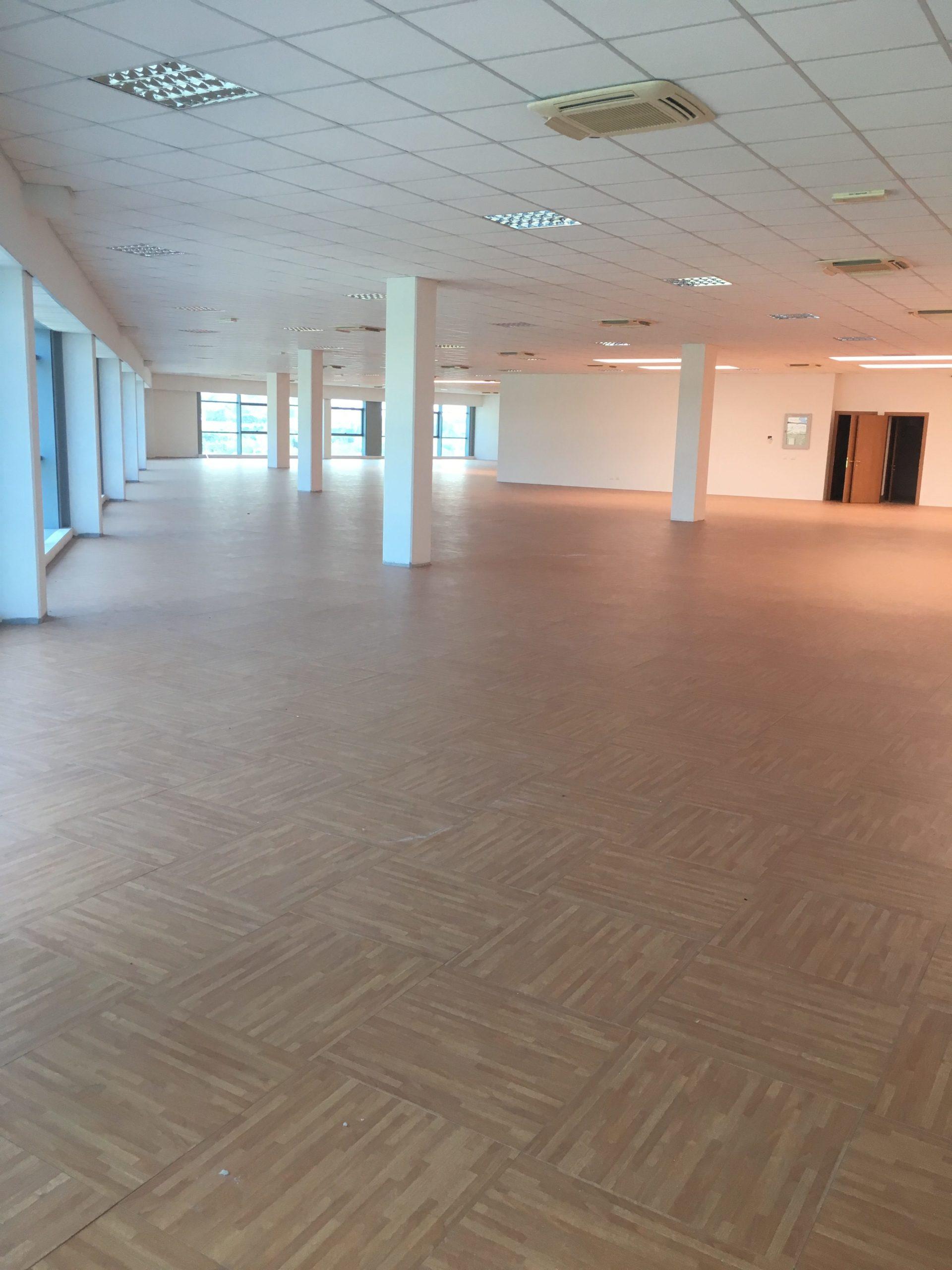 ALBIGNASEGO – MANDRIOLA, in vendita uffico/show-room di 1140MQ