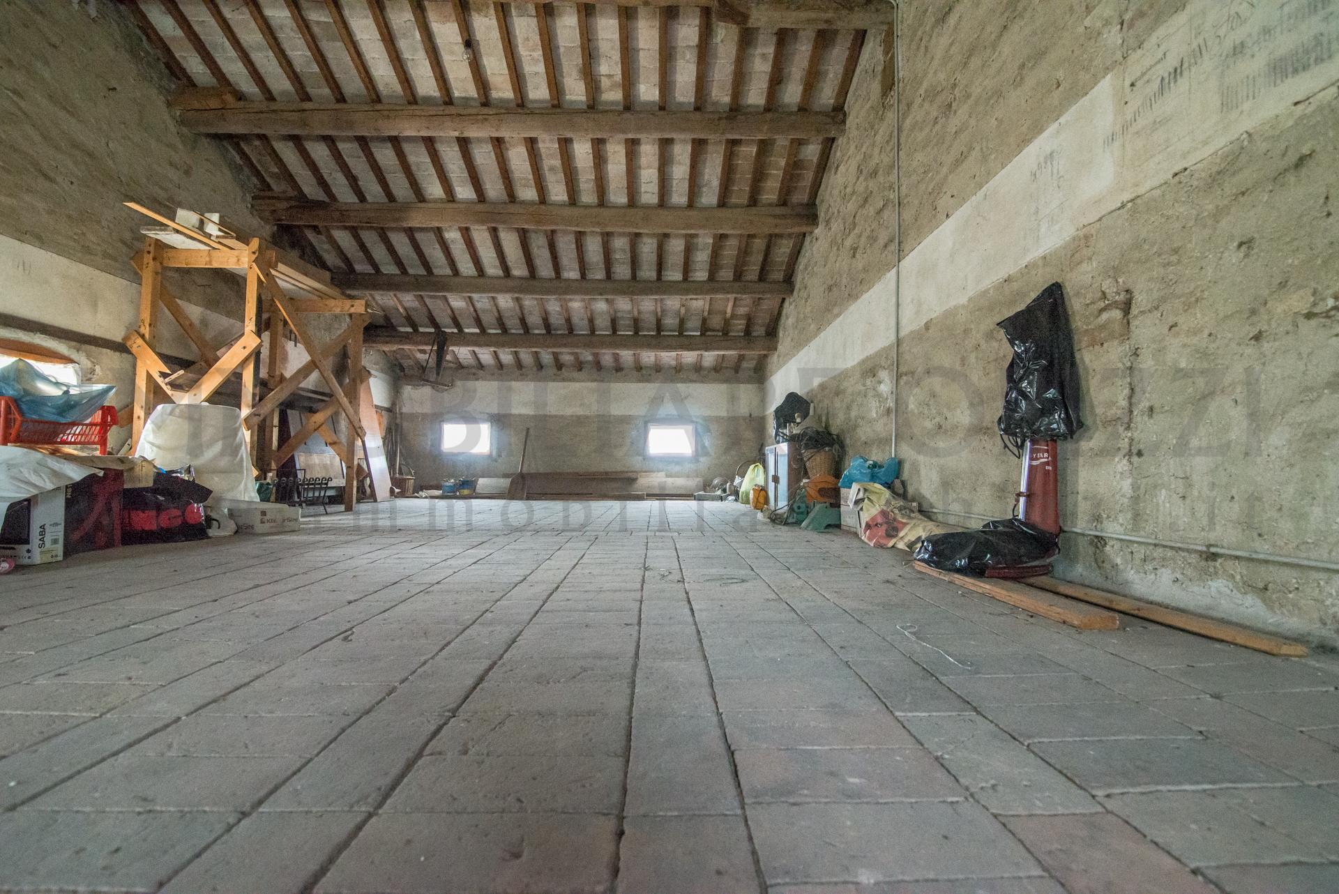 ALBIGNASEGO – porzione di testa edificio storico –