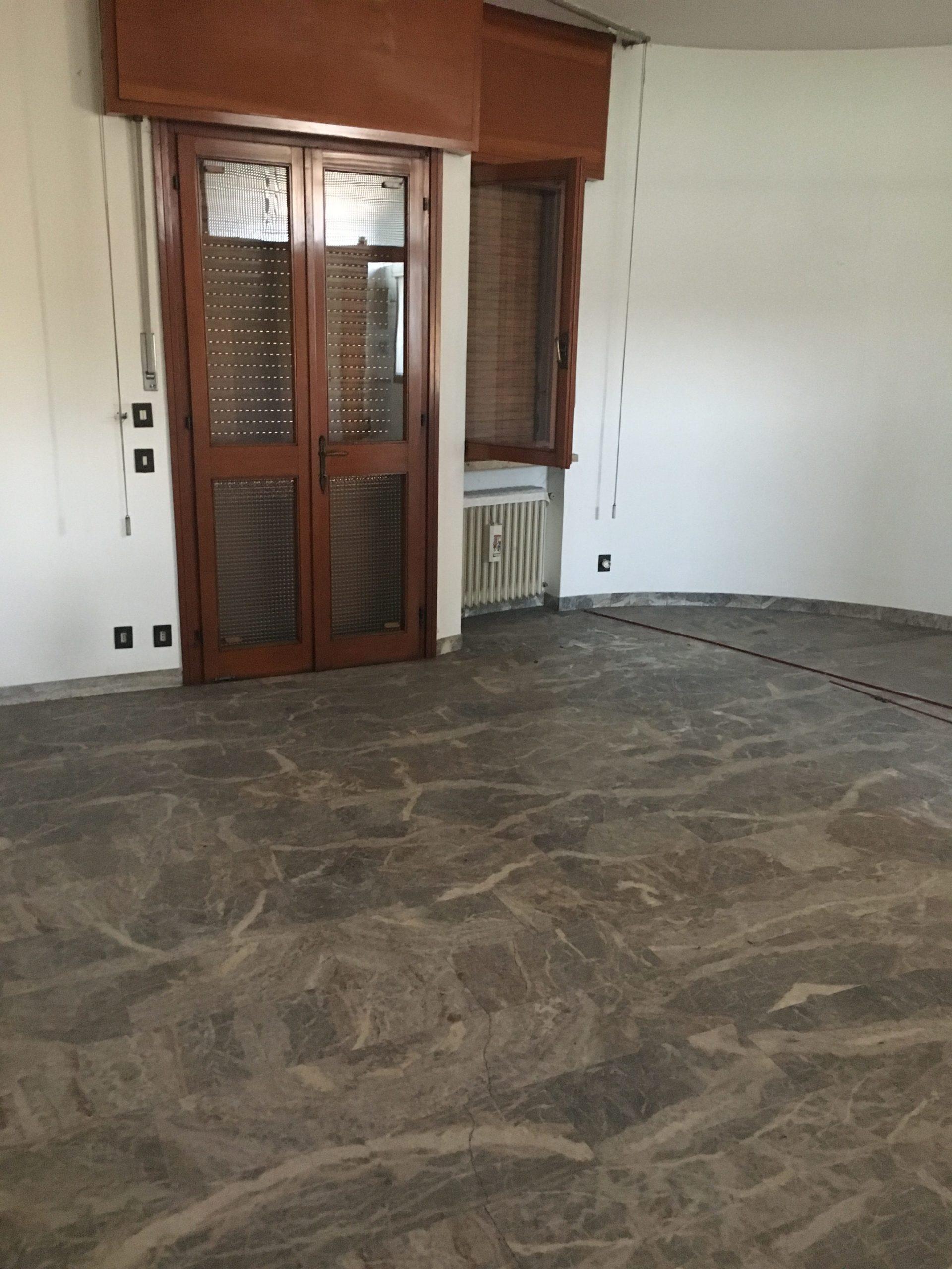 NOVENTA PADOVANA- ZONA ARTIGIANALE, proponiamo in vendita casa singola da ristrutturare