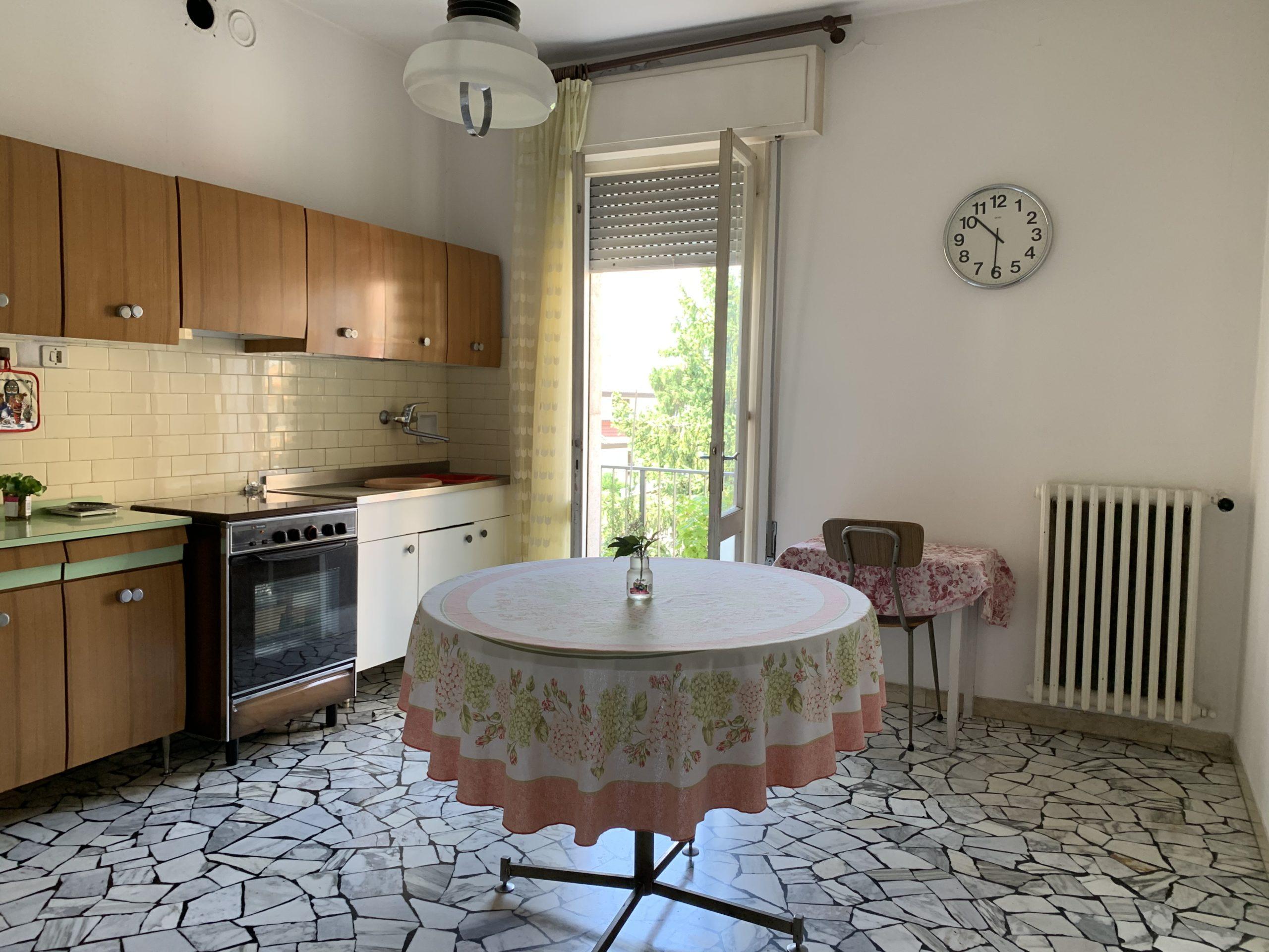 PADOVA – GUIZZA appartamento di generose dimensioni con 3 camere e soffitta