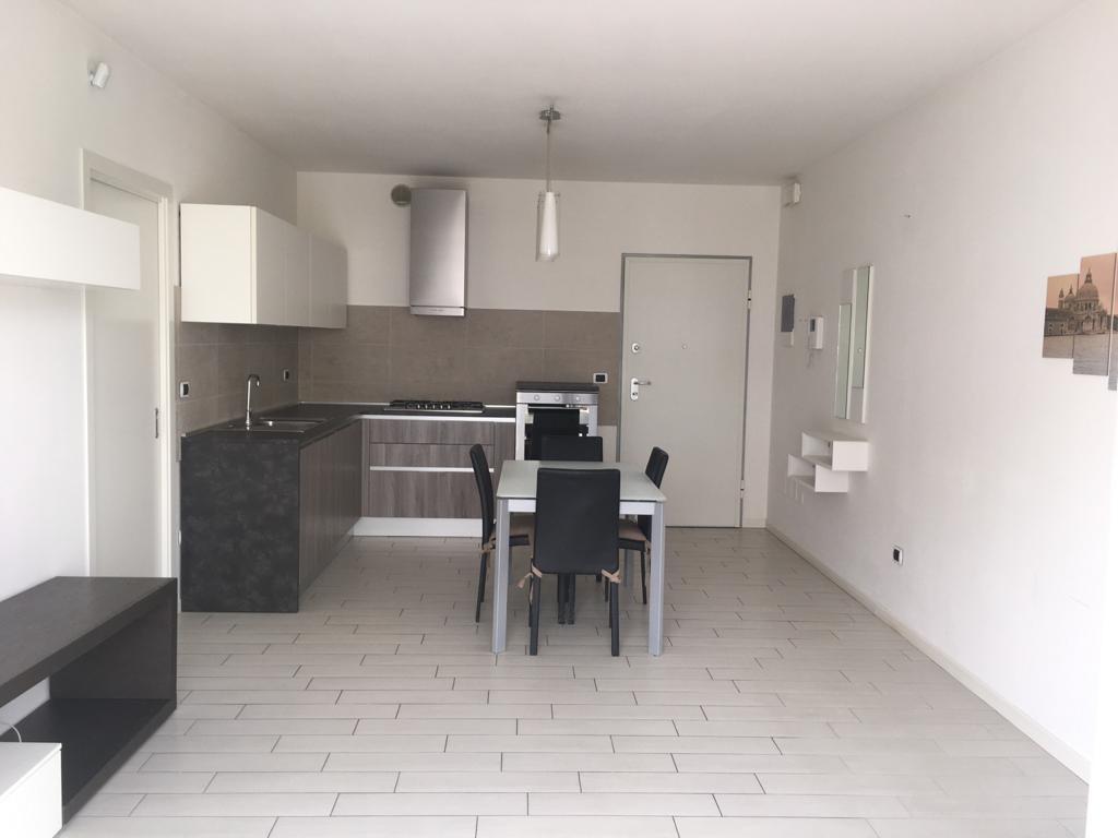 SAN GIACOMO, recente appartamento con 2 camere e terrazza abitabile di oltre 40MQ