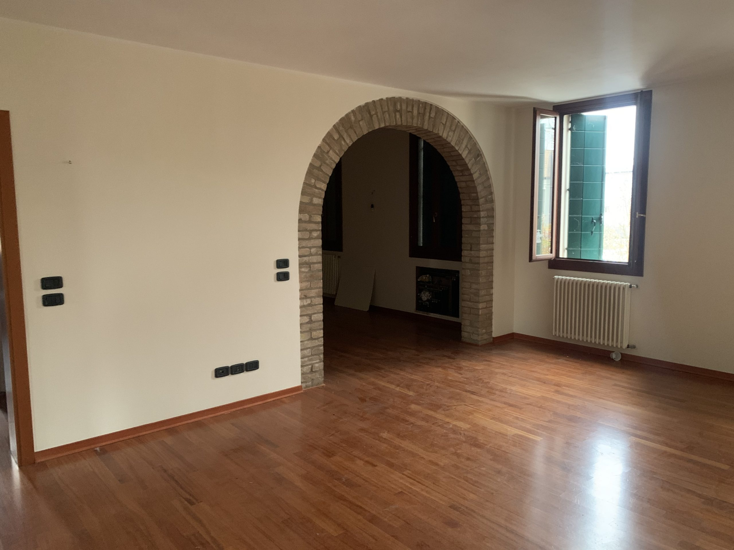 CARPANEDO appartamento dalle ampie metrature, due camere e terrazza abitabile di 30MQ