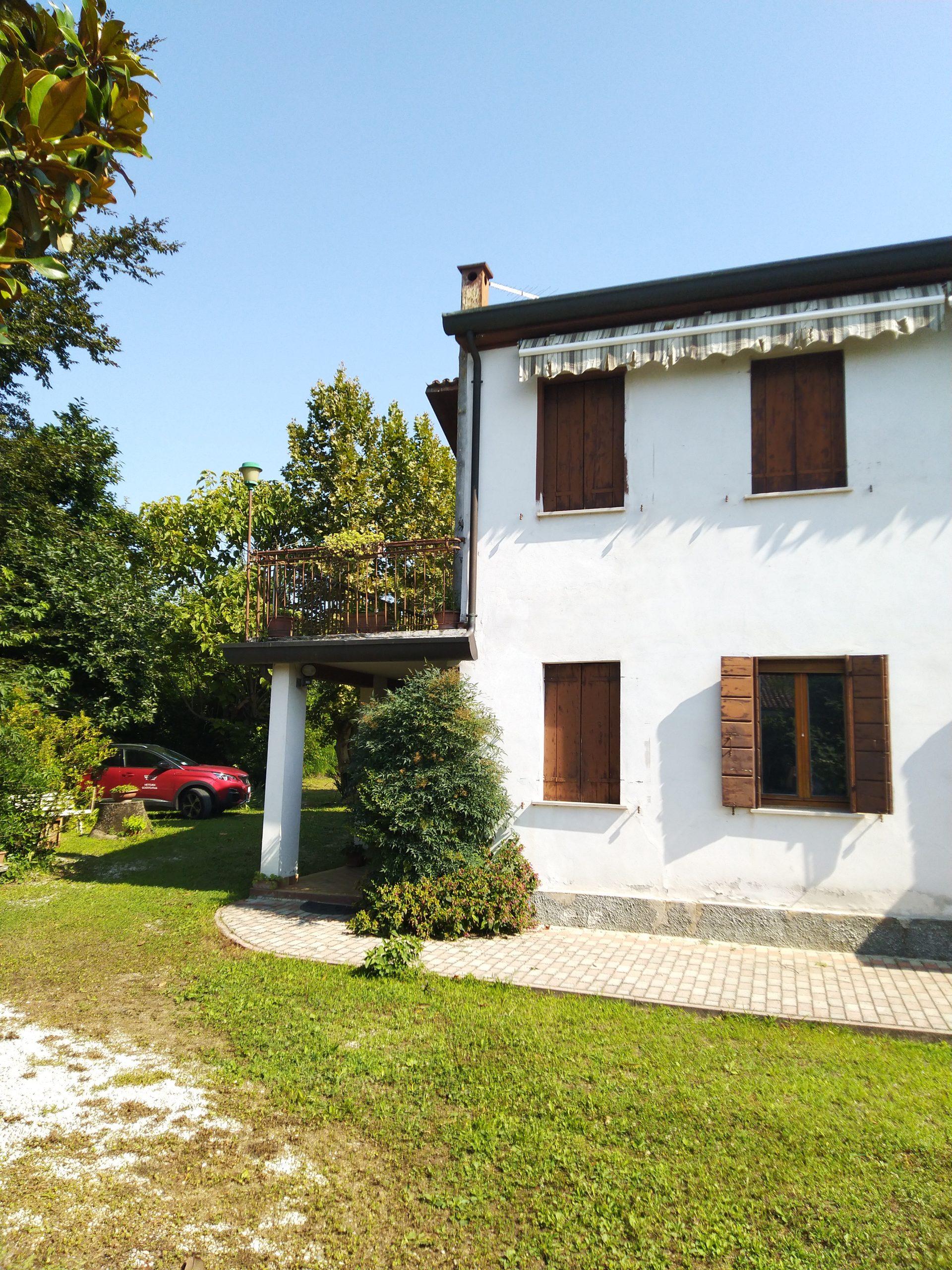 Padova – Voltabarozzo – Terreno edificabile con casa accostata –